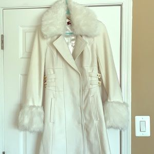White trench with Faux fur collar and wrists